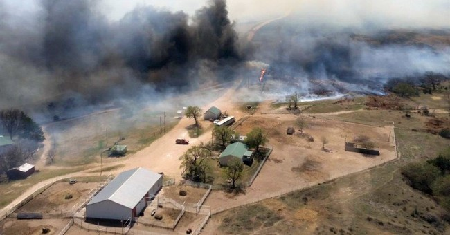 Winds complicate efforts to battle Kansas, Oklahoma wildfire