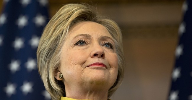 Clinton says she, not Trump, is the one to defeat IS group