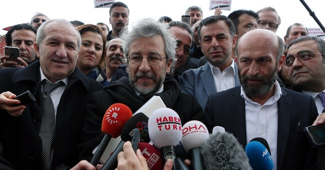 Turkish journalists' trial over Syria arms report adjourned