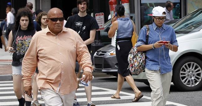 New Jersey lawmaker: Punish people for texting while walking