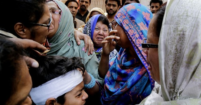 Pakistan PM vows to fight terror after 70 died in Lahore