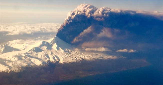 Alaska volcano ash cloud covers 400 miles, cancels flights