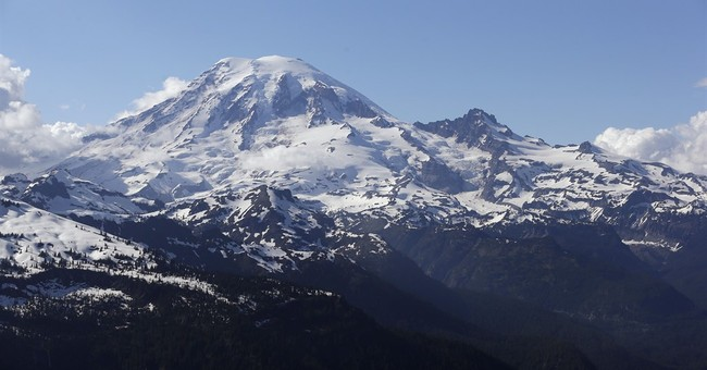 1 presumed dead on Mount Rainier, 2 others flown to hospital