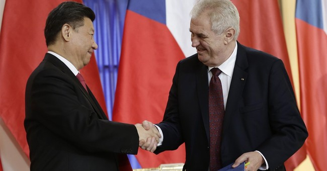 Chinese leader inks deals with Czechs amid protests, honors