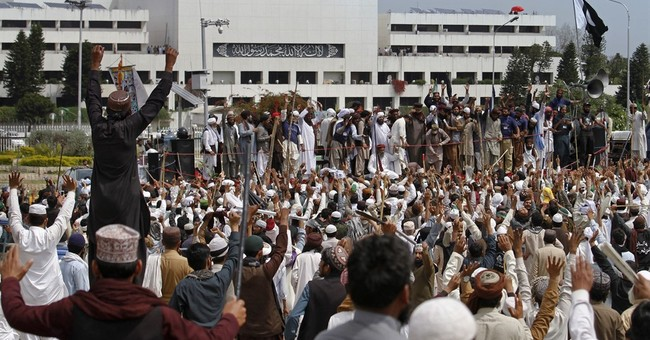 Islamists end 4-day rally outside Pakistani parliament