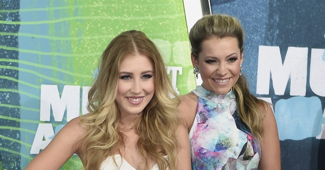 Female country acts take center stage at ACM festival