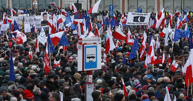 Poles hold another protest against right-wing government