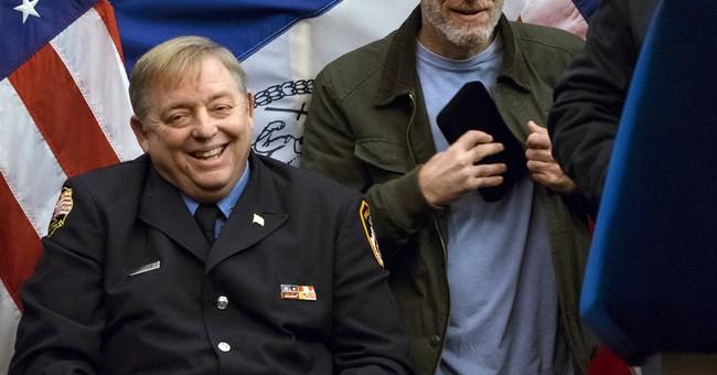 Jon Stewart joins NYC mayor in honoring 9/11 first responder