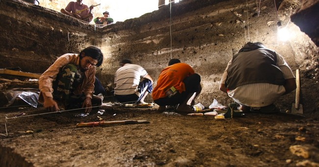 """Study: Indonesia """"hobbit"""" fossils older than first thought"""