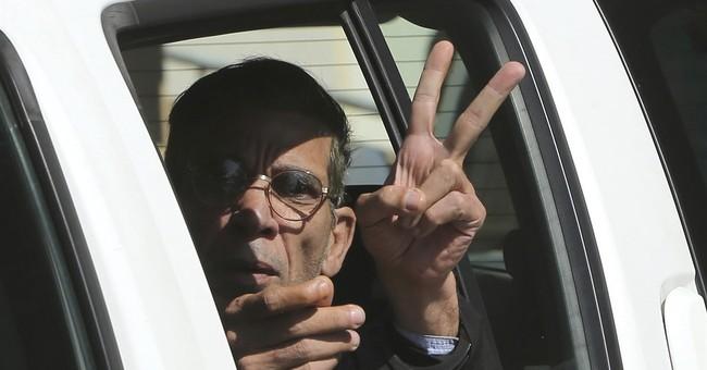 Last 5 hostages on hijacked Egypt plane recall fear, photo