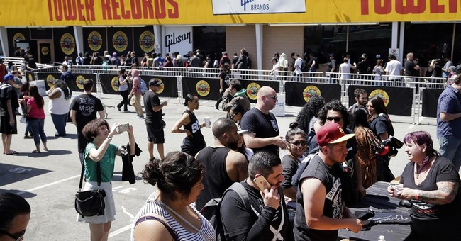 Surprise Guns N' Roses LA concert draws ticket-seeking crowd