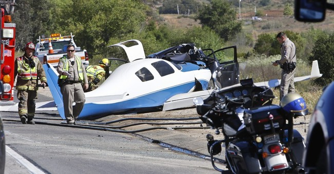Plane crash kills 1 on freeway where it once landed safely