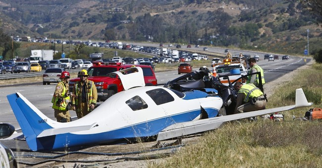 Plane crash kills 1 on freeway where it once landed safely