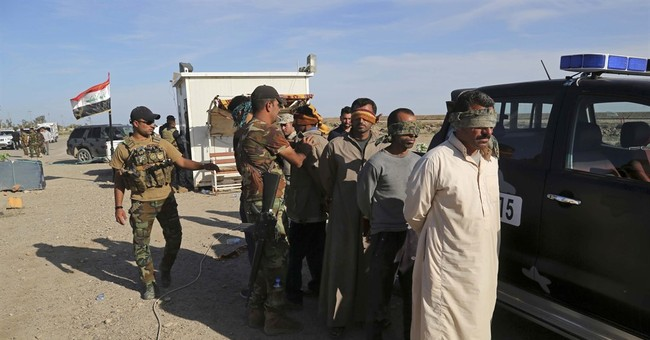 Iraqi forces enter IS-held Hit, thousands flee fighting
