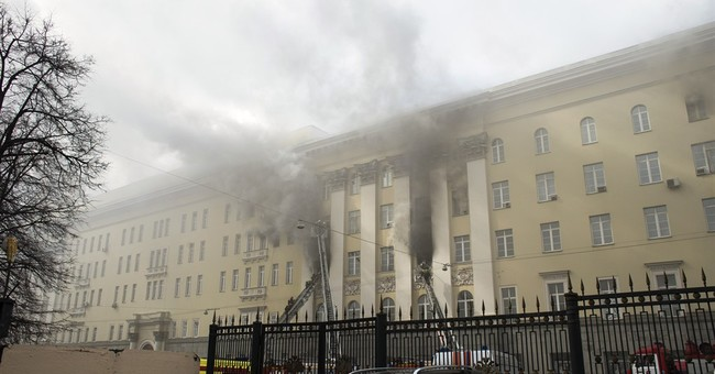 Fire engulfs Russian defense ministry's building in Moscow