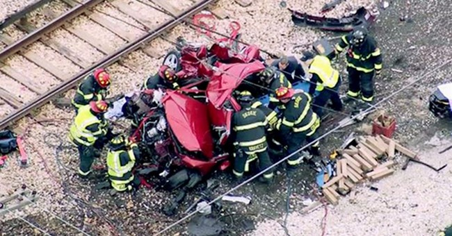 1 killed, several hurt in Illinois car-train crash