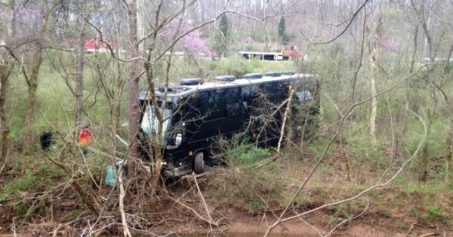 Bus carrying Gregg Allman crew crashes, 3 hurt