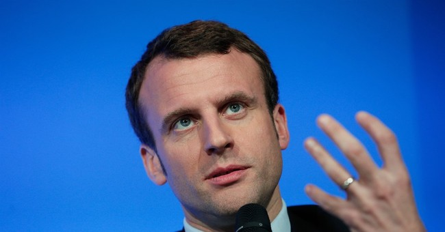 France' s economy minister launches new political movement