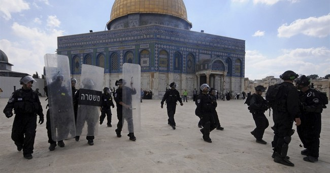 Intense Video: Watch Israeli Police Take Out a Palestinian Terrorist During Temple Mount Attack