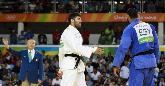 Egyptian Athlete Booed For Refusing To Shake Israeli Athlete's Hand