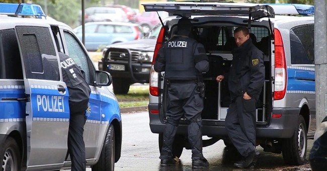 Syrian Refugees Tie Up Terror Suspect and Call Police