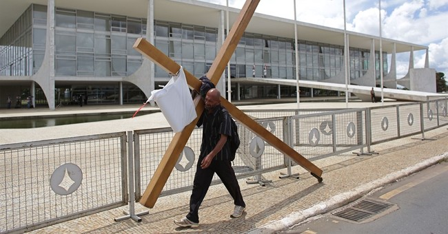 Giant Texas Cross Sparks Atheist Lawsuit (and you won't believe why)