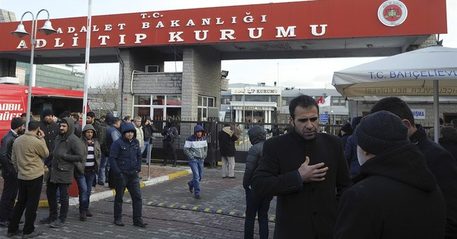 Police struggle in hunt for gunman in Istanbul slayings