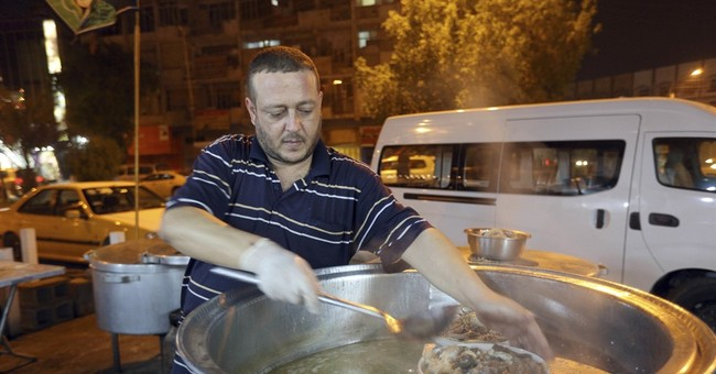 Humble Iraqi dish offers taste of home for Mosul's displaced