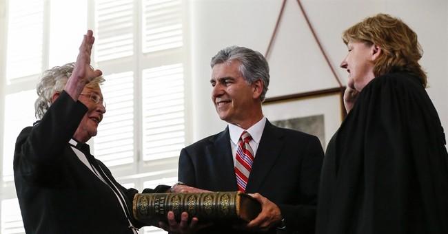 Alabama governor quits over affair with senior aide