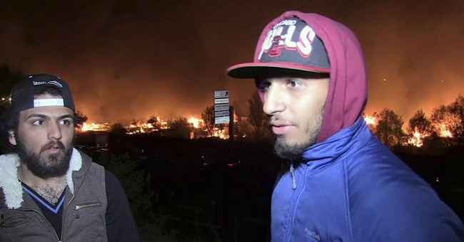 Hundreds of migrants at large after fire ravages French camp