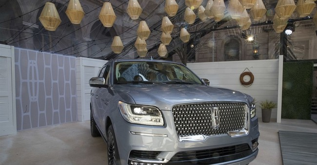 Lincoln Navigator aims to reclaim buyers lost to Cadillac