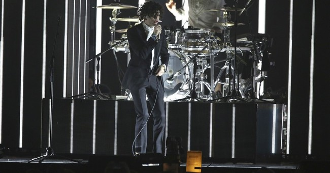 Like the King of Pop, The 1975 want to rock your body