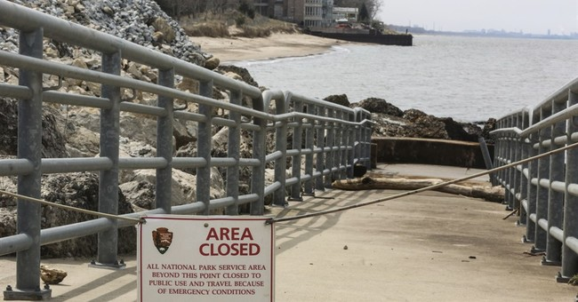 Chicago agency finds high level of spilled chemical in lake