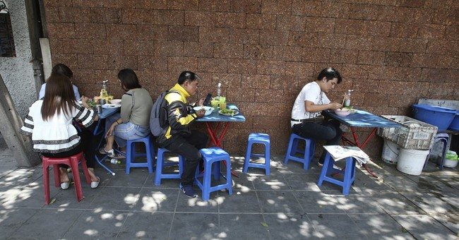 Bangkok's sidewalks get less spicy as food carts removed