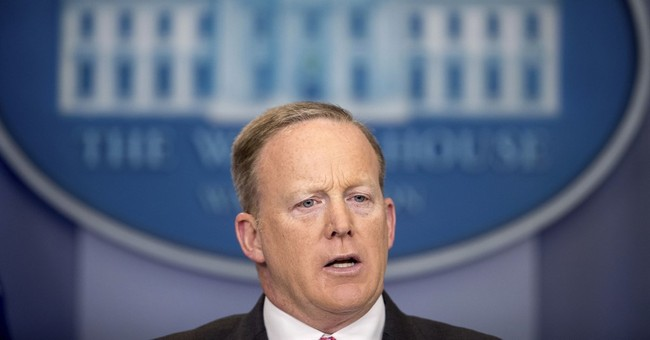 White House defends transparency after visitor log reversal