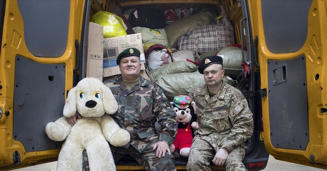 Lithuanian volunteers help soldiers in eastern Ukraine