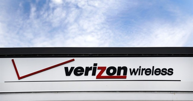 Amid competition, Verizon loses key customers for first time