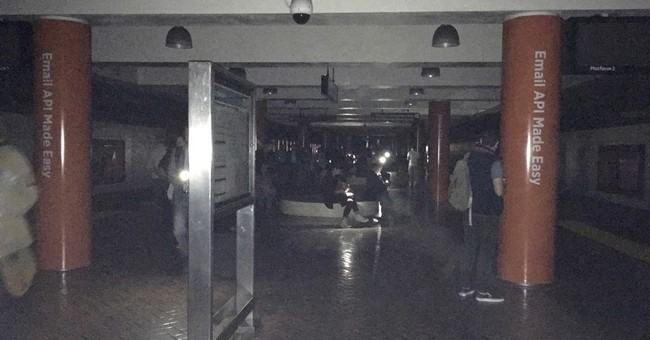 San Francisco power outage traps people in elevators