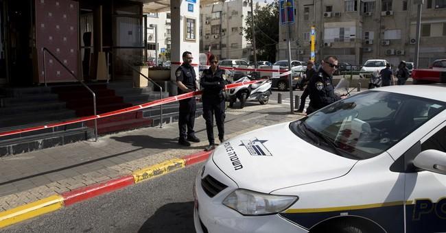 Israeli police: Palestinian stabs 4 in Tel Aviv