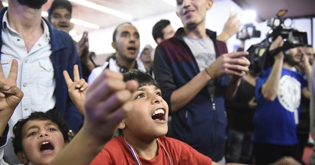 Puyol meets refugees in Greece ahead of 'clasico'