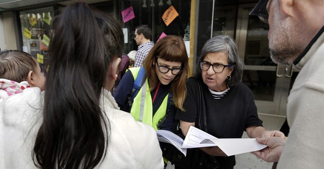 Volunteers usher US immigrants to court to allay their fears