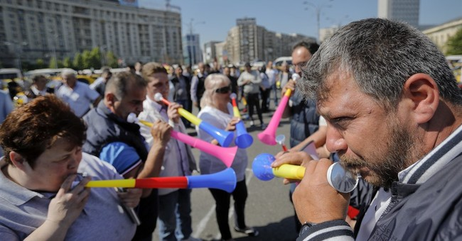 Romania: hundreds of taxis, buses protest against Uber