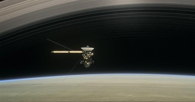 Spacecraft survives unprecedented trip between Saturn, rings