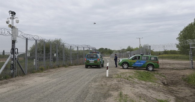 Hungary completes 2nd border fence meant to stop migrants