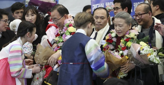 Ex-UN chief back in South Korea, hints at presidential bid