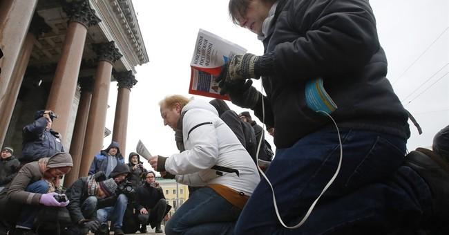 St. Petersburg defends transfer of landmark to church