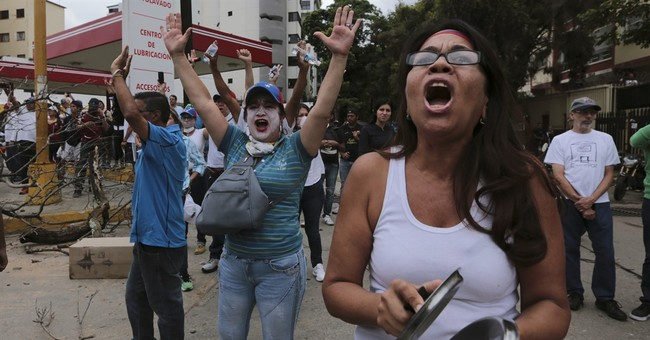 Maduro decrees Venezuelans will write new constitution