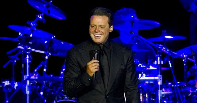 Luis Miguel arrested, released, on warrant from civil case