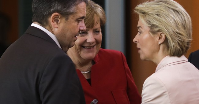 German defense minister under fire over far-right soldier