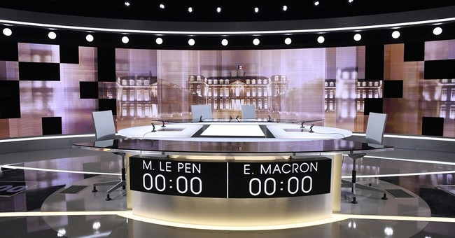 Stark French choice: Fiery Le Pen or novice Macron